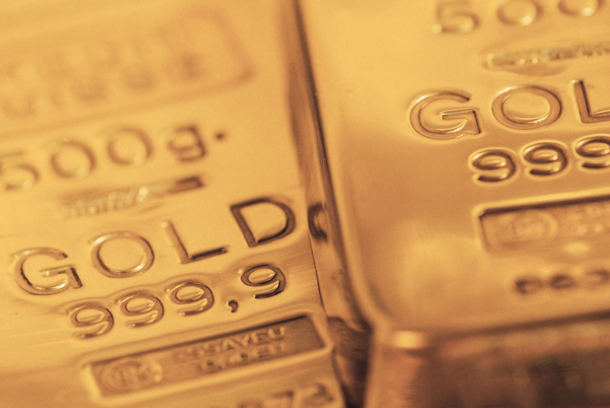 How are profits made in futures trading insignia futures options using the comex gold futures contract as an example lets assume the october contact is currently trading at 135300 an ounce buycottarizona